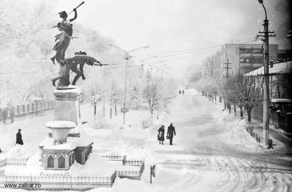 01-bailesti-monumentul-eroilor-1976