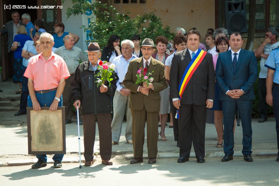 inaltare-ziua-eroilor-bailesti-2015-074.jpg