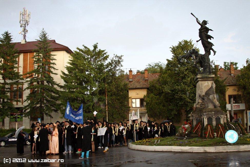 seara-absolventuli-lmv-2012-100