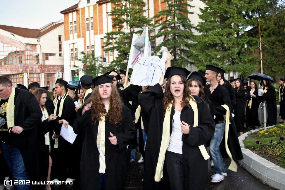 seara-absolventuli-lmv-2012-110