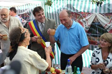 Preşedintele Traian Băsescu a gustat zaibărul de Bailesti